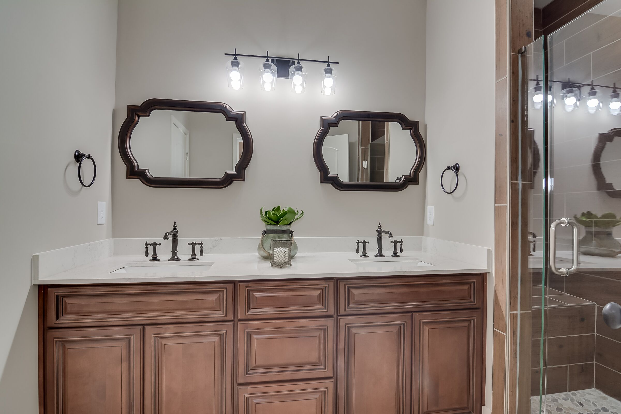 FLINTWOOD BATHROOM (Featuring Signature Brownstone)