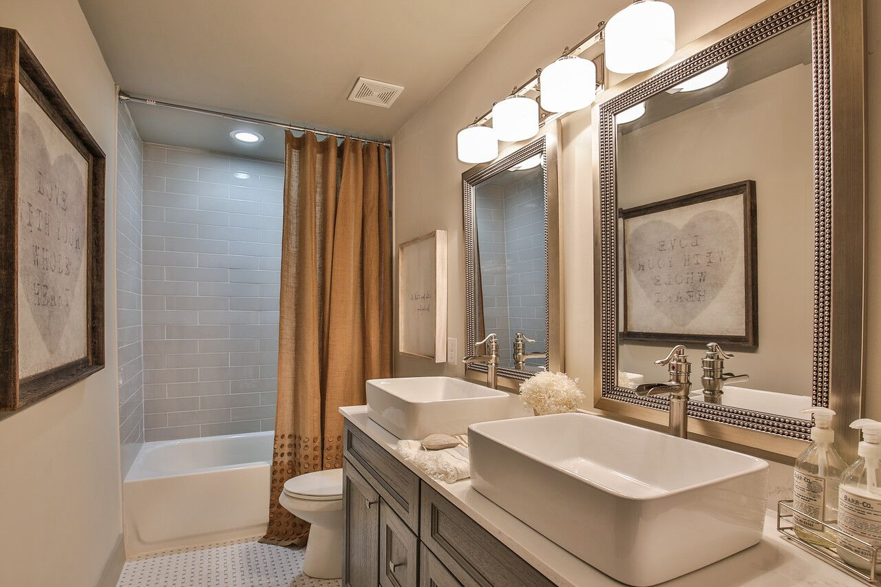 INDIAN TRACE BATHROOM (Featuring Nova Grey Shaker)